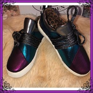 🍇Steve Madden NWT Size 1 Metal Multi color Shoes